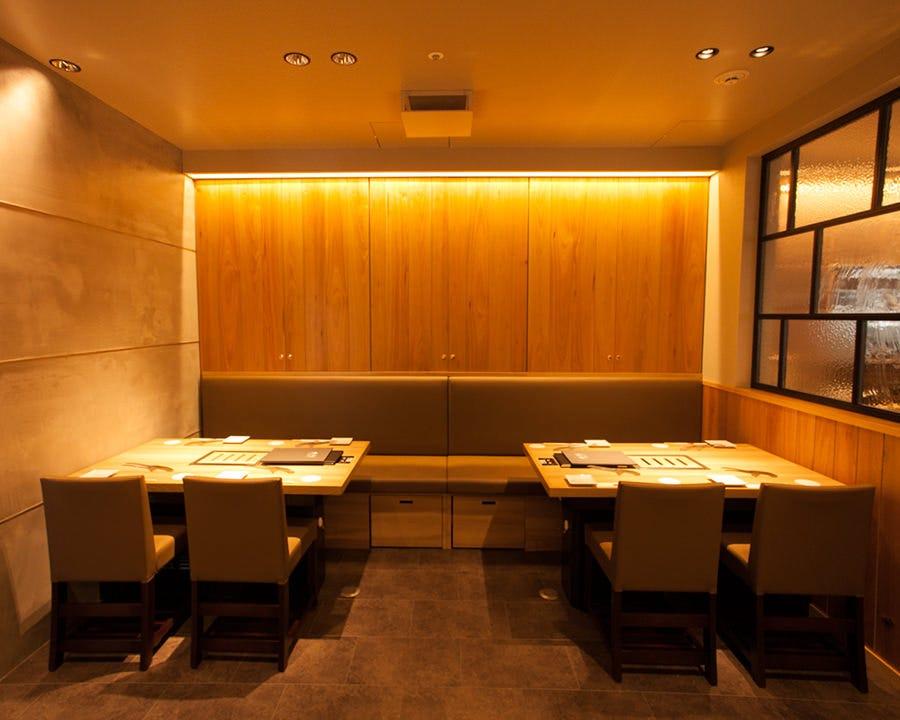 テーブル席・完全個室(壁・扉あり)・14名様~20名様