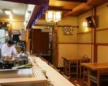 カウンター席で揚げたて アツアツの天ぷらをどうぞ!