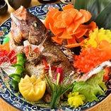 【鯛の姿焼】 御祝いの席を華やかに彩る飾り付けも承ります
