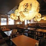 和情緒あふれる提灯が灯るテーブル席(~4名様×17卓)