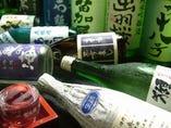 なかなか飲めないようなレアな地酒が月替りで楽しめます。