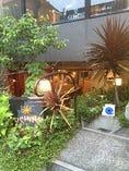 鎌倉駅より徒歩5分ほど。半地下にある小洒落たビストロ。