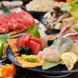 市場直送の魚介の刺身もコース内容に入ります。