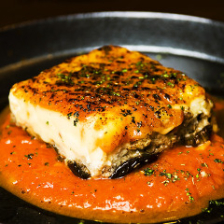 ムサカ(なす、ポテト、ミンチ肉とチーズの重ね焼き、トマトソース)