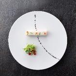 【オマールヌーヴォー】カナダ産オマール海老は、5月~7月にかけて最盛期を迎えます。この時期のオマール海老は脱皮前で最も身が詰まり、味が凝縮さし最高の美味しさを楽しめます。