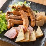 【燻製料理】 スモーカーで自家燻製した絶品燻製料理をご堪能下さい