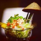 ベトナムマンゴーと青パパイヤ、えびのサラダ