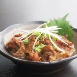 牛すじ煮込み 時間をかけて煮込んだすじ肉は、香ばしい自家製タレと相性抜群です。