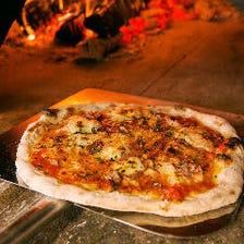 海外直輸入の本格石窯で焼く絶品ピザ