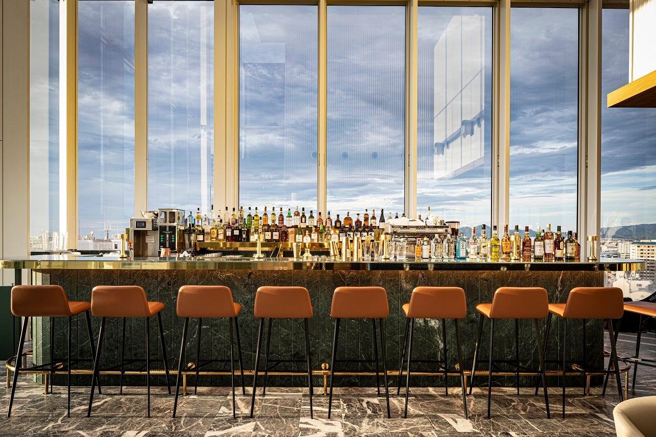◆地上13階のバーで優雅な時を過ごす