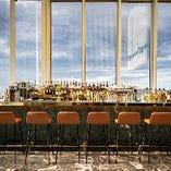 天井まで届くガラス張りの開放的な空間でご堪能ください。