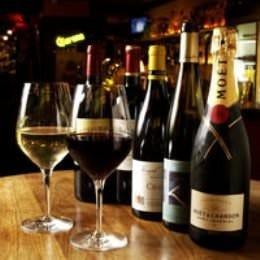 ワイン、シャンパーニュも 専用セラーで保管され、種類も豊富