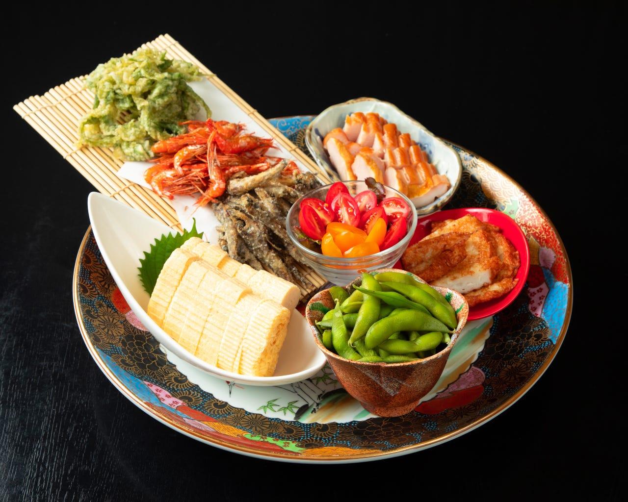 高知の郷土料理の「皿鉢」は高知のうまいもん盛合わせ