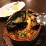 特製パエリアをはじめ自慢のスペイン料理が勢ぞろい!