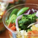 農薬不使用の野菜を使ったサラダも人気です♪