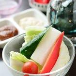 季節の生野菜 ~2種のディップで~
