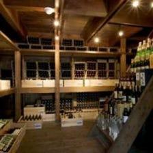 """""""蔵""""で2000本以上を収蔵するワイン"""