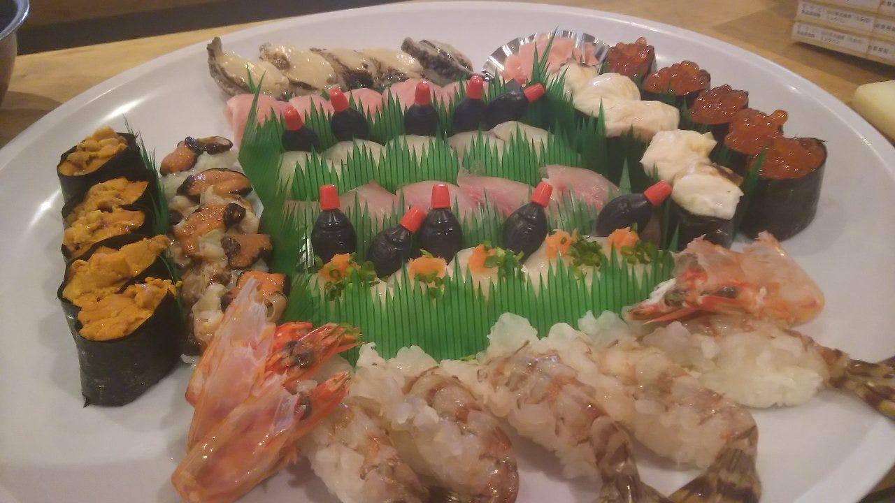 人数、御予算に応じて御寿司の盛り合わせの御予約を承ります。