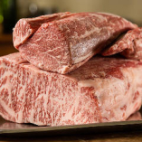ちょっと豪華な鉄板焼きディナーはいかがですか。産地やブランドをあえて限定せず、厳選を重ねたA4・A5ランクの黒毛和牛を仕入れております