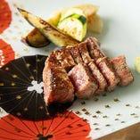 細かくサシの入った上質なお肉は、やわらかく脂の旨み・甘みに優れた格別の味わい