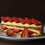 「イチゴのミルフィーユ」は、ボリューム満点で人気のデザート。