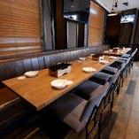 テーブル席を組み合わせることで人数に応じた宴会スペースを用意いたします