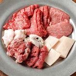 赤身肉とホルモンの盛り合わせ「ミックス盛り」