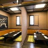 【店内】 シンプルでモダンな和室はどんなシーンにもぴったり