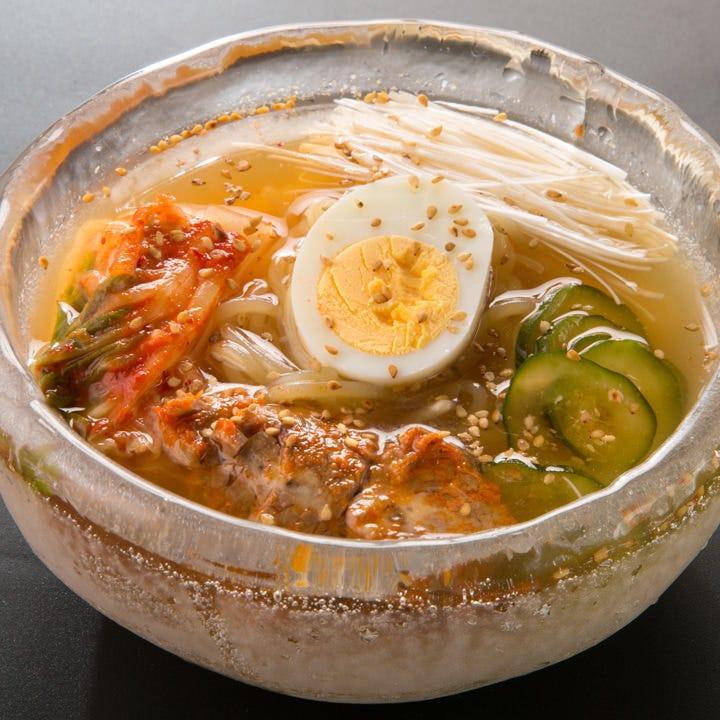 牛の出汁が効いてる自家製スープの「やいち冷麵」は〆にも◎