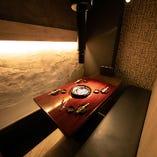 落ち着いた空間の個室は最大7名様までご利用可。記念日や接待に