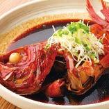当店1番人気!金目鯛丸ごと1匹の煮付け。焼酎や日本酒と相性抜群