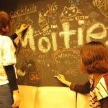 店内には黒板が!自由に書いて、店内を演出♪