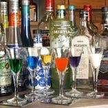 お酒の種類も豊富。おしゃれ空間のBarです◎