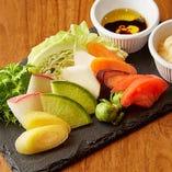 朝穫れの三浦や鎌倉野菜を「湘南地野菜盛り合わせ」でご堪能あれ