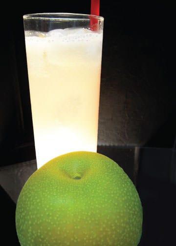 季節の果実を使った生搾りドリンク
