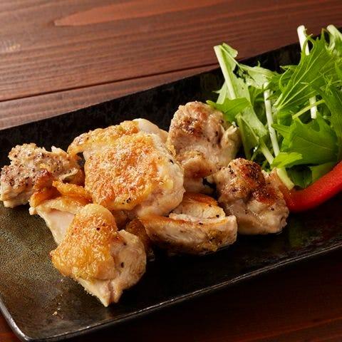 広島産ハーブ鳥をはじめ、厳選した広島産の牡蠣、など広島食材