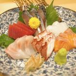 宴会コースは幹事様にうれしい飲み放題付の税込み価格になっております!本格寿司が楽しめる宴会コースは120分飲み放題付で4,000円~ご用意しております。すべてのお料理が上物、地酒も飲み放題できるコースもご用意ございます!