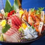 ■旬を極めた魚■ 季節の美味を刺身・藁焼きでご提供致します。
