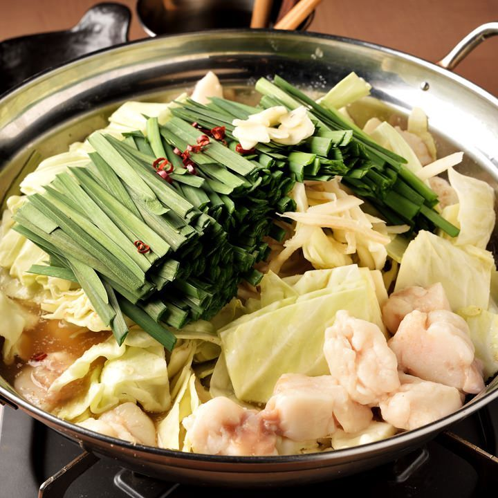 本場九州の味を楽しめるもつ鍋は醤油と味噌からお選びください