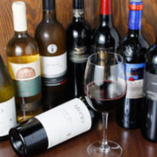 店主お薦めの数々のワイン