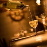"""ワインは""""魚介専門""""かつイタリア産のものを全40種類取り揃え"""