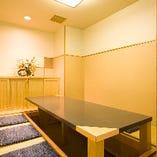 少人数用の個室も完備。堀ゴタツは4~30名様用、イス席は10~24名様用の2タイプあります。