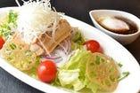角煮温玉サラダ