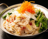 地鶏白湯モツ鍋 1520円 (税込)