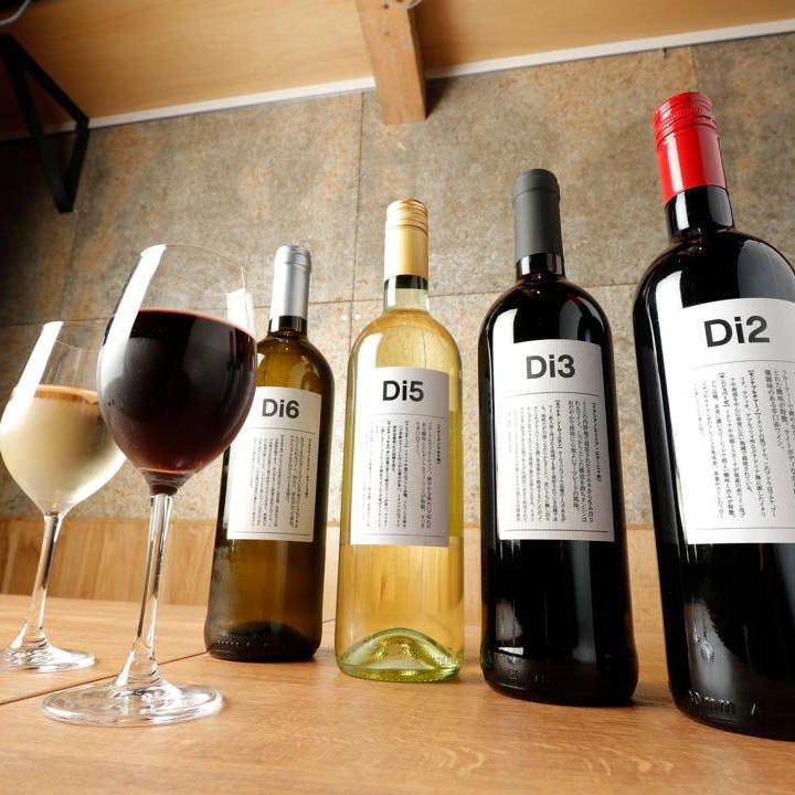 ワインはボトルで1,980円からご用意。人気の国産ワインも多数