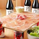 イタリア産&スペイン産生ハムとサラミのてんこ盛り