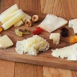 7種類のチーズ盛り合わせ(+日本チーズ2種)