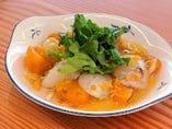 生ホタテと市田柿のフルーツバルサミコソース