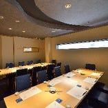 2階個室:2階には最大24名様までご利用いただける開放的な個室もございます。