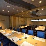 貸切個室は、とても広い空間なのでテーブル間の行き来もしやすく、皆様と語り合うことができます。